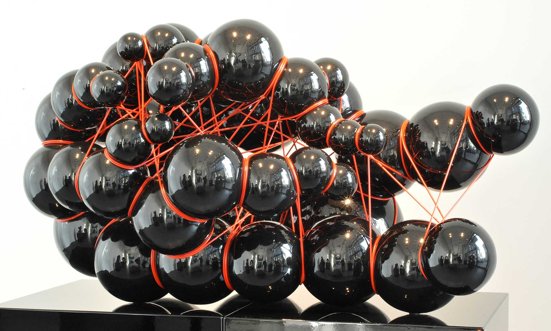 Tied-Up 40/2009. H 54 x L 100 cm.